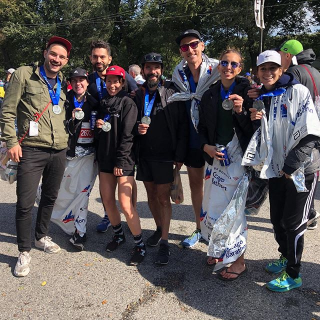 Post-marathon vibe @chimarathon we had a BLAST! Lot's of pbs and BQ! Way to go team 🔥⚡️ #elrc #🏆👀 #chimarathon19