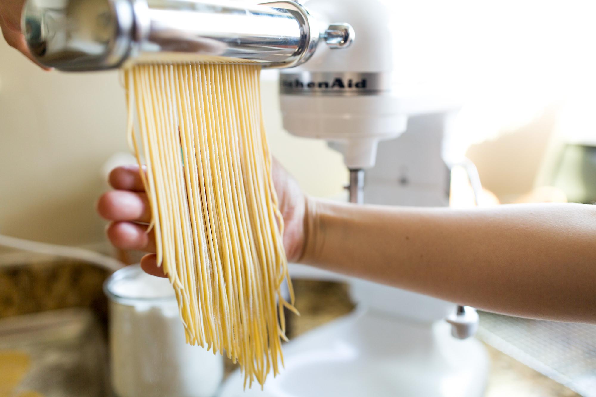 cutting fresh spaghetti