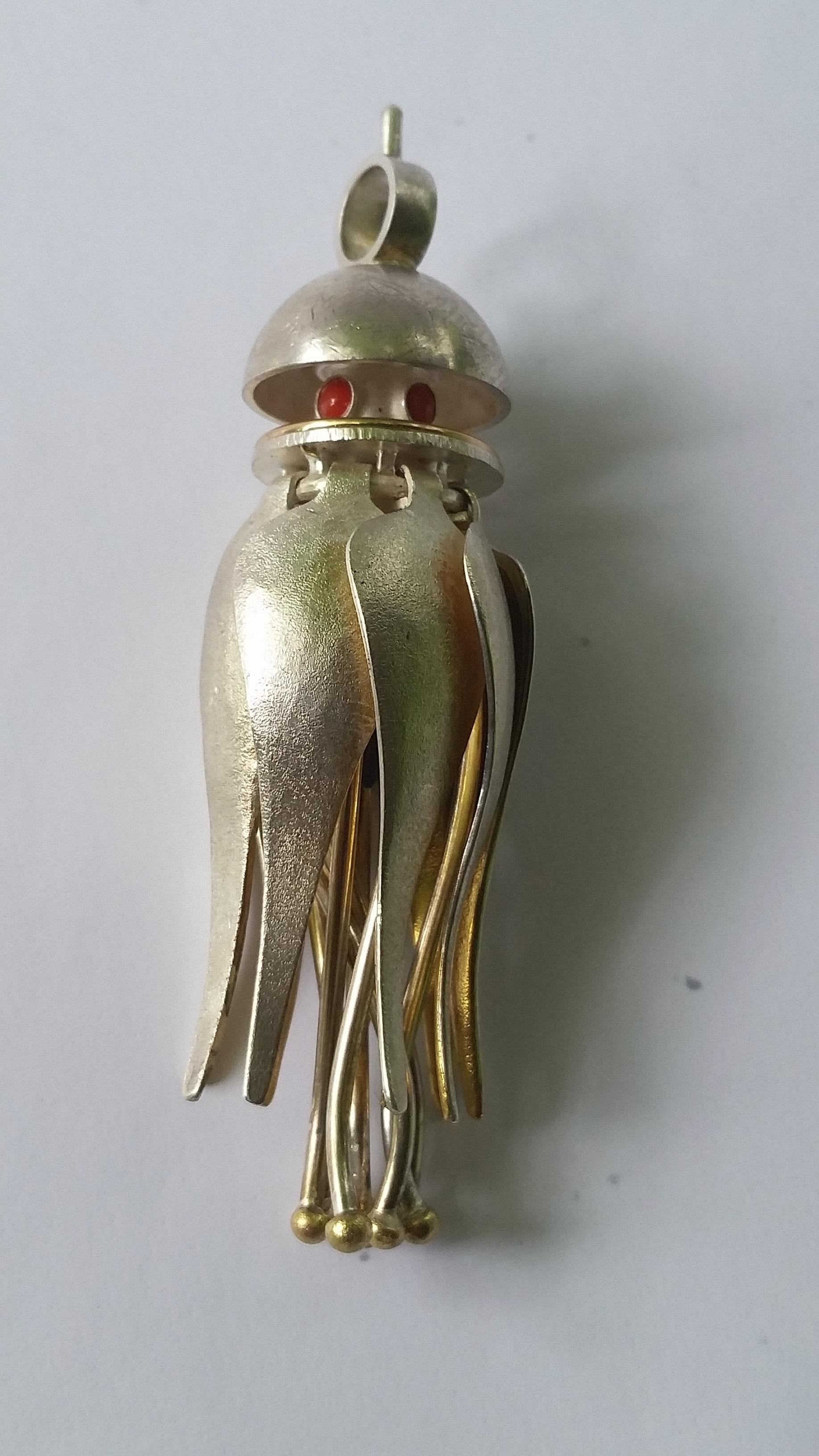 #6a.jpg   pendant (closed) 2.5 cm w, 2.5 cm d, 8 cm h.jpg
