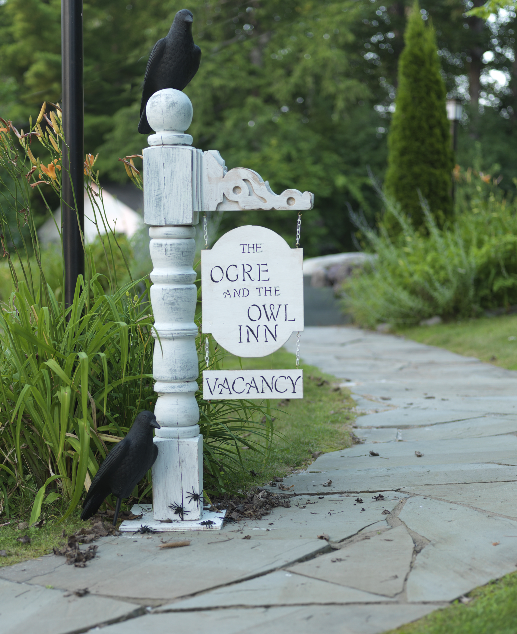 This easy Halloween Entrance Post is made from a vintage railing and some craft pieces. See it here on DIY NETWORK.http://www.diynetwork.com/how-to/make-and-decorate/crafts/how-to-make-a-haunted-hotel-sign-for-halloween