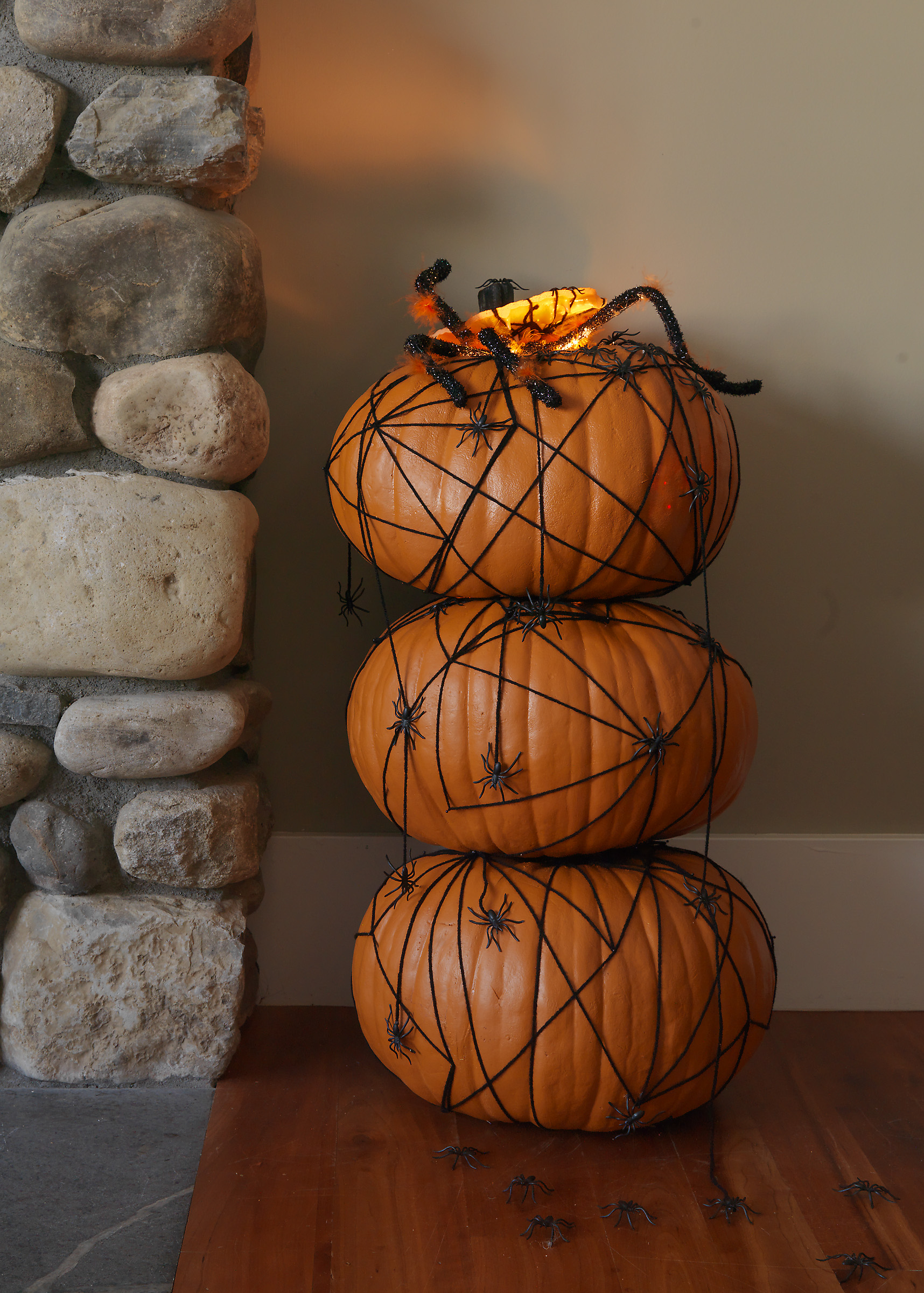 Seriously creepy spider topiary -- so fun to make! See all the topiaries I made for DIY NEWORK here.http://www.diynetwork.com/how-to/make-and-decorate/decorating/halloween-pumpkin-topiary-with-spiders