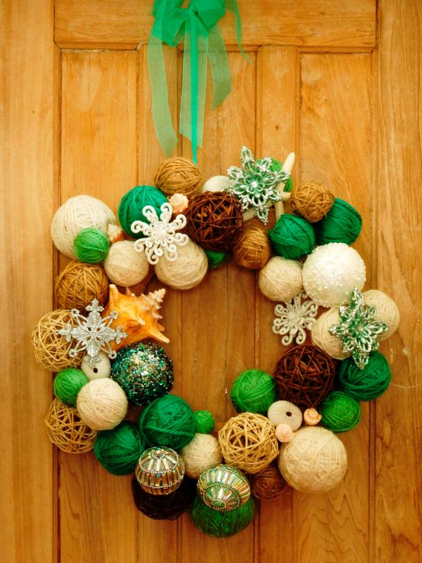 Step by step for this yarn ball wreath.  Super simple and fun!