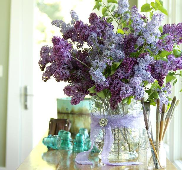 LAST BUT NOT LEAST — STILL ONE OF MY FAVORITE PICTURES… DIY VASES — This second hand glass vase was wrapped in chicken wire, a purple ribbon and a vintage brooch. I LOVE LILACS!