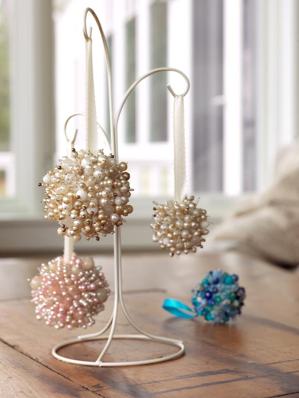 CI-Susan-Teare_Christmas-Ornaments-Made-From-Beads_s3x4_lg.jpg