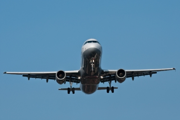 Lufthansa_Airbus_A320_front-on_view.jpg