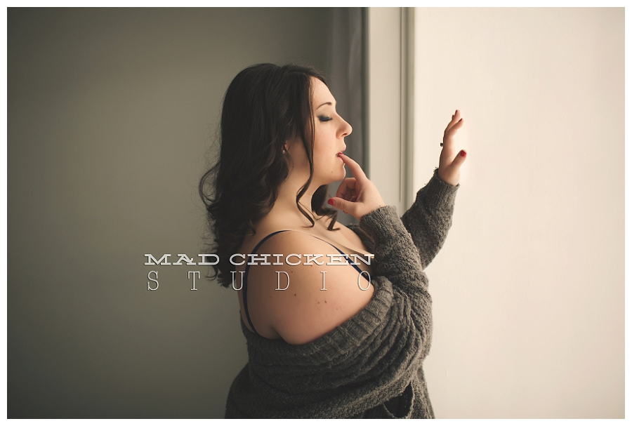 photography of tiffany by jes hayes a duluth boudoir photographer with mad chicken studio