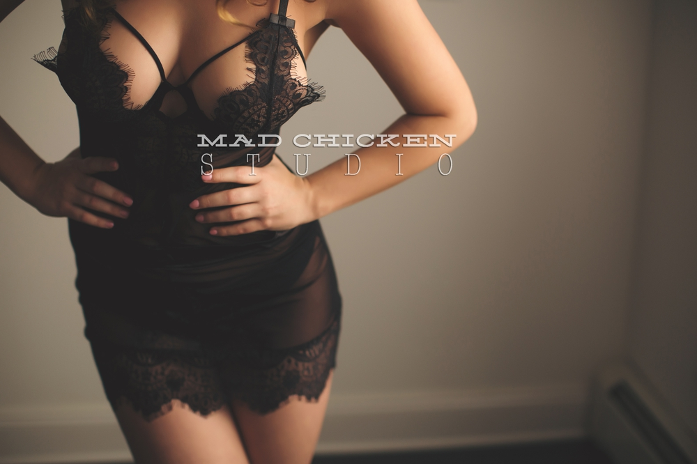 Mad Chicken Studio Duluth Boudoir Photography by Jes Hayes | Photography session interview of Ari
