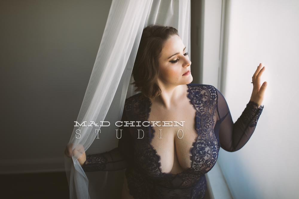 Boudoir photography in Duluth, Minnesota | photographer Jes Hayes with Mad Chicken Studio | studio in Woodland neighborhood of Duluth
