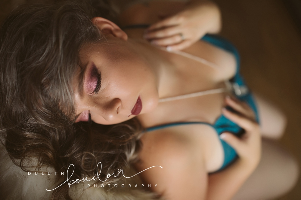Session at Duluth Boudoir Photography by Mad Chicken Studio #duluthboudoirphotography #madchickenstudio #madchickenstudioboudoir #duluthboudoir