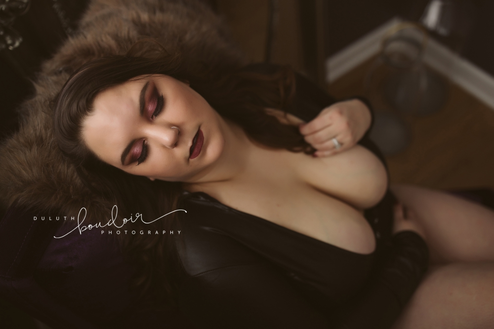 Duluth Boudoir Photography by Mad Chicken Studio Posing