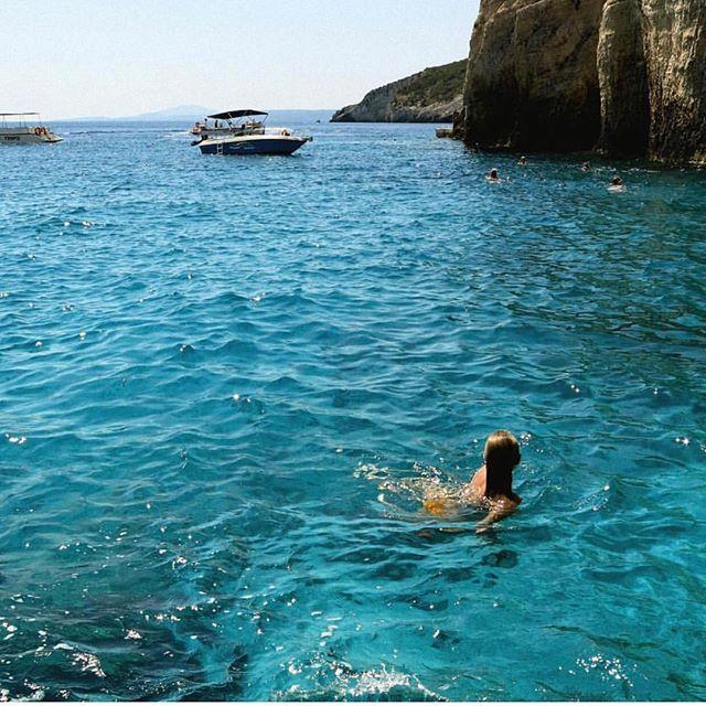 """Issa Vibe"" . . . #freepeople #swim #blue #college #greeklife #frat #sorority #vibe #potd #live"