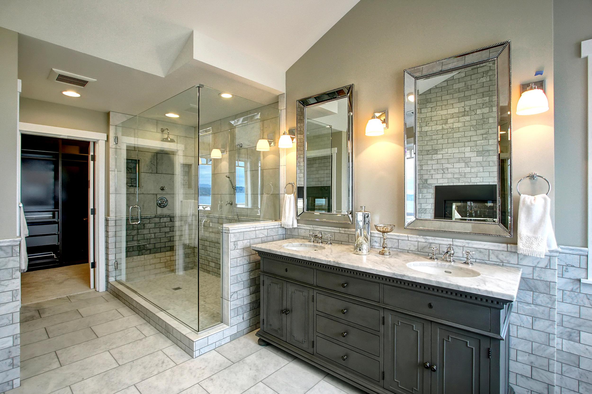 18 master bath.jpg