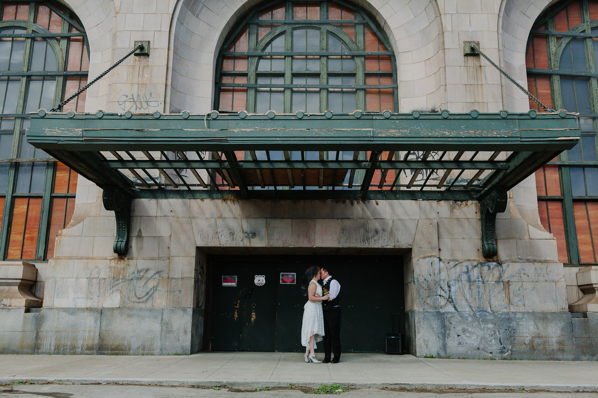bride and groom in oakland