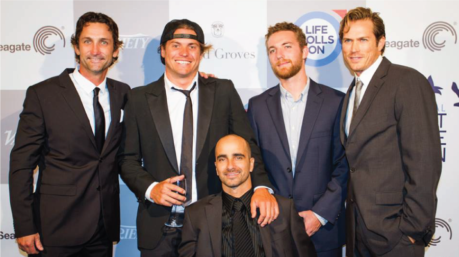 With his entourage at the Life Rolls On Gala Fundraiser, Night By The Ocean (Cory Staley, Brad Stanley, Jeremy Billauer and Jason Lewis) Photo: Cat Gregory