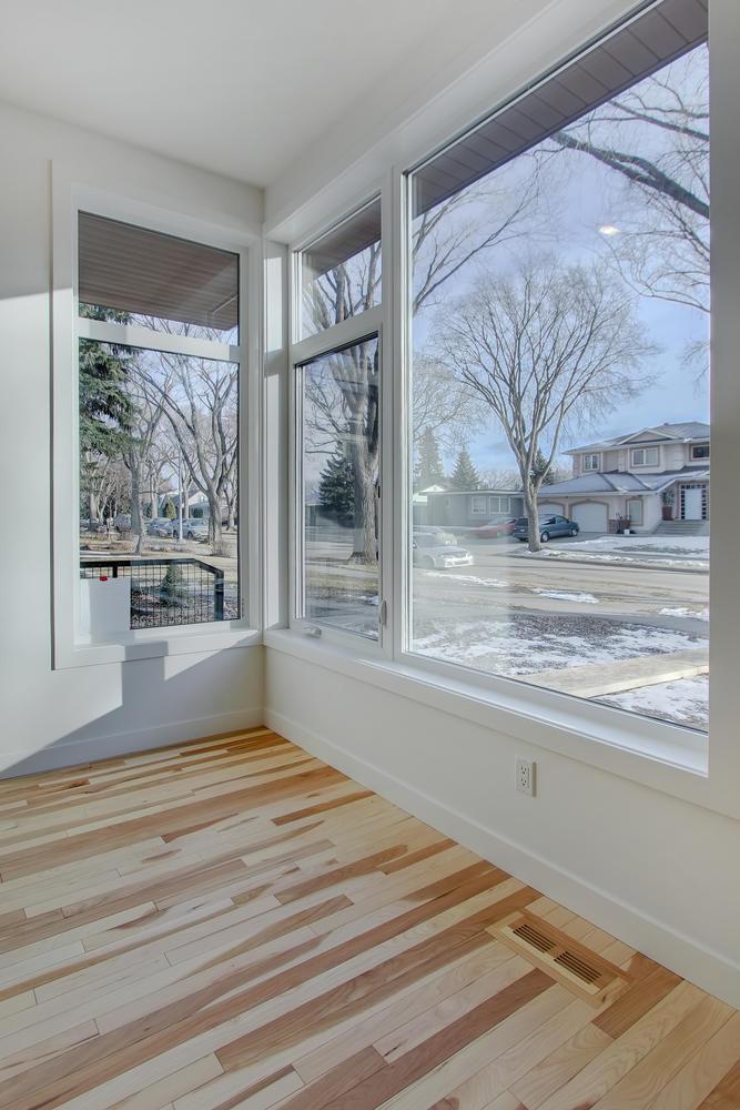 7632 92 Ave NW-large-010-136-Living Room-667x1000-72dpi.jpg