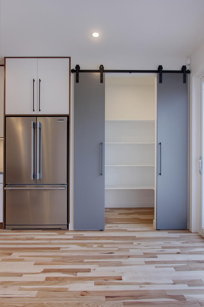 7632 92 Ave NW-large-025-151-Kitchen-667x1000-72dpi.jpg