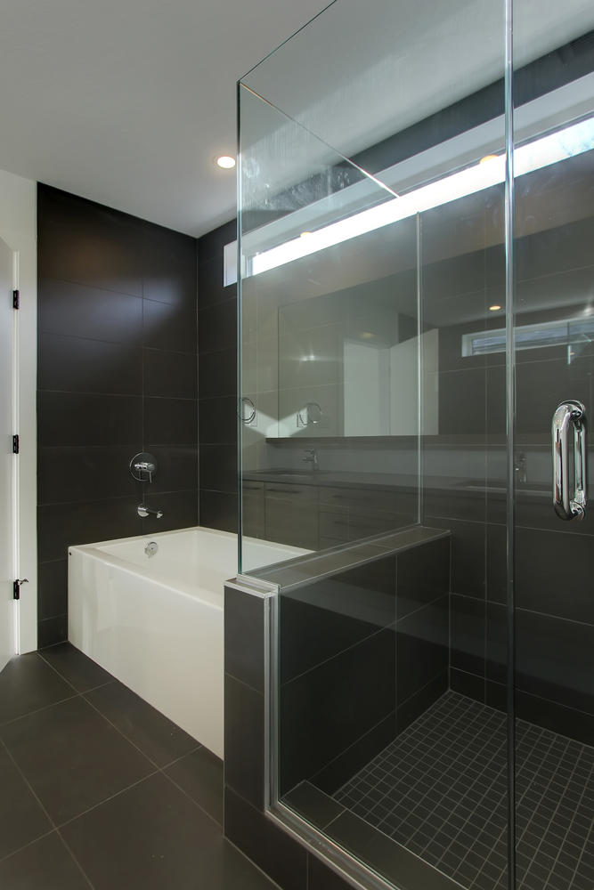 7632 92 Ave NW-large-047-142-Master Bedroom Ensuite-667x1000-72dpi.jpg