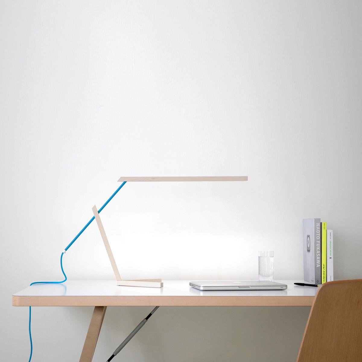 Mantis-Tischleuchte-Ambiente-Schreibtisch.jpg