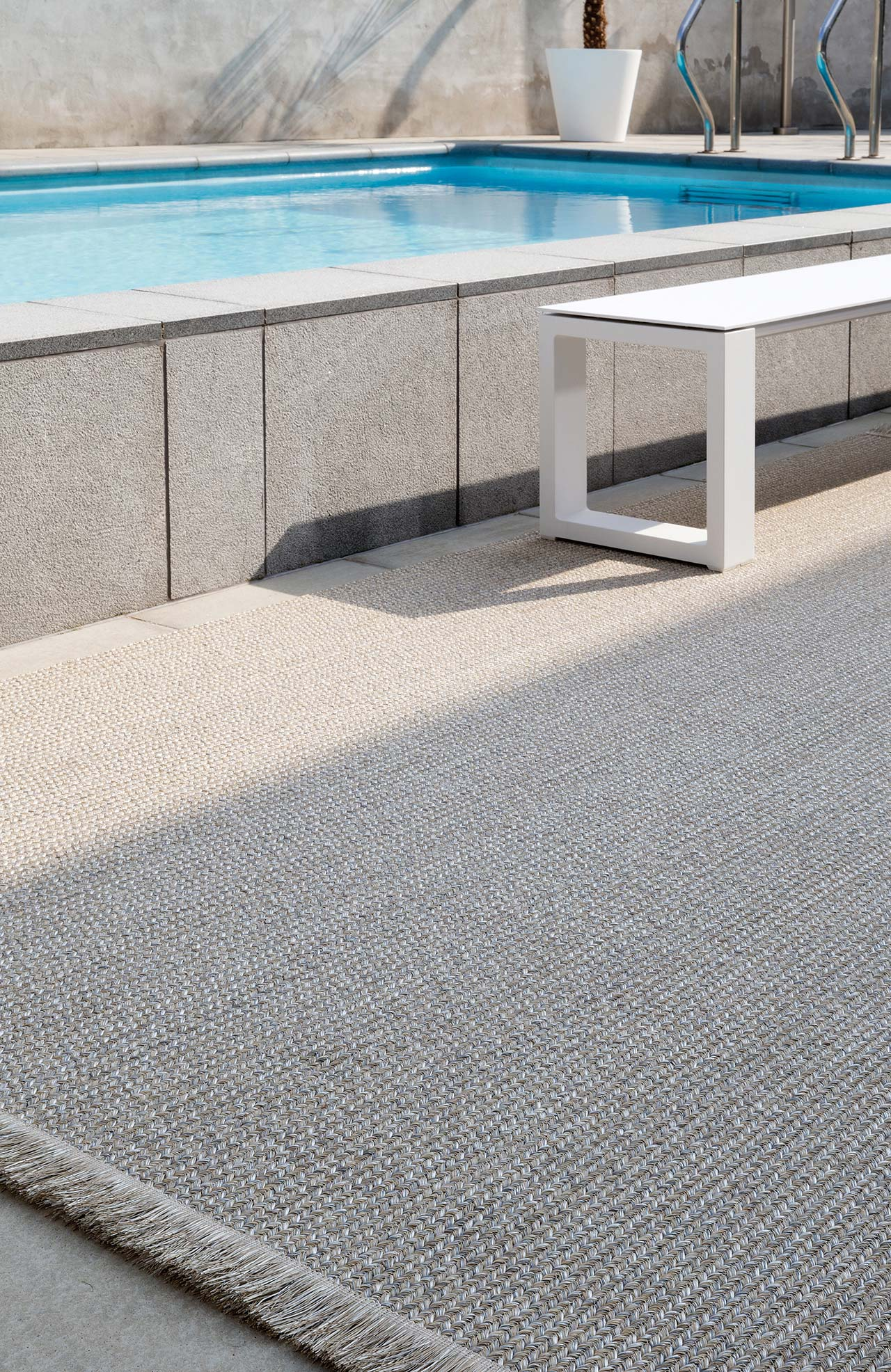 poolside_pl12462_stony-ground_sfeerbeeld_limited-edition_carpets.jpg