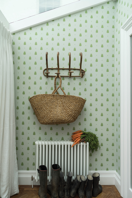 farrow-and-ball-bumblee-bee-wallpaper-3.jpg
