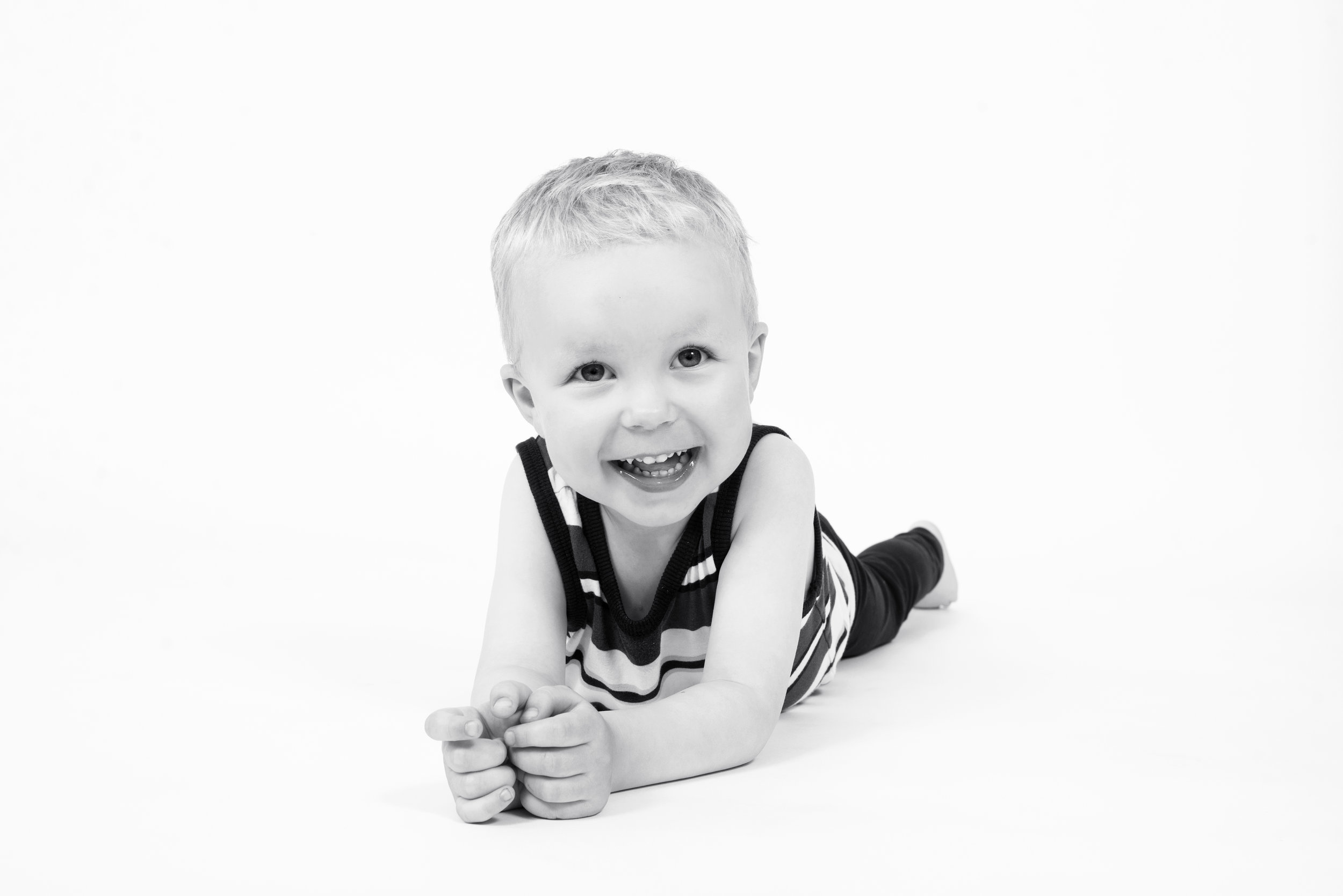 Portræt/børn - 60 minutters fotografering i studie. 6 billeder leveres elektronisk. Pris for et barn. Ekstra barn + 500kr.Pris: 1.200 dkk
