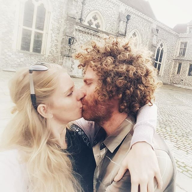 The best place for my tulips to be is on your tulips @rada_srada  #bestkiss #mytulipsonyourtulips #tulips #lovers #curlyhair #intimite #truelove #ginger #oldtown #sexywoman #sexy #kissing #afro #blondefun