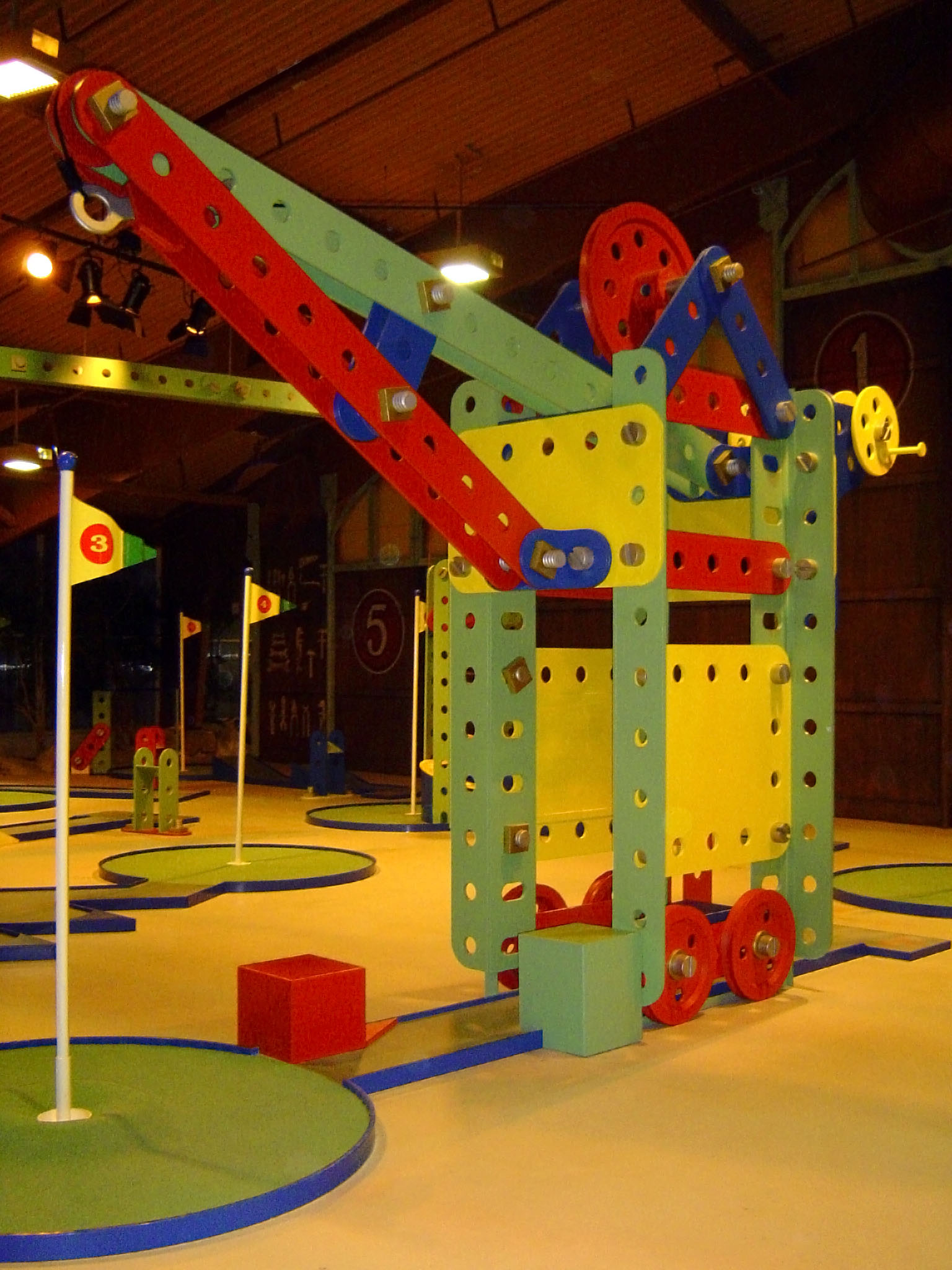 MECHANICAL MINIGOLF <strong>| A playful larger-than-life toy world</strong>