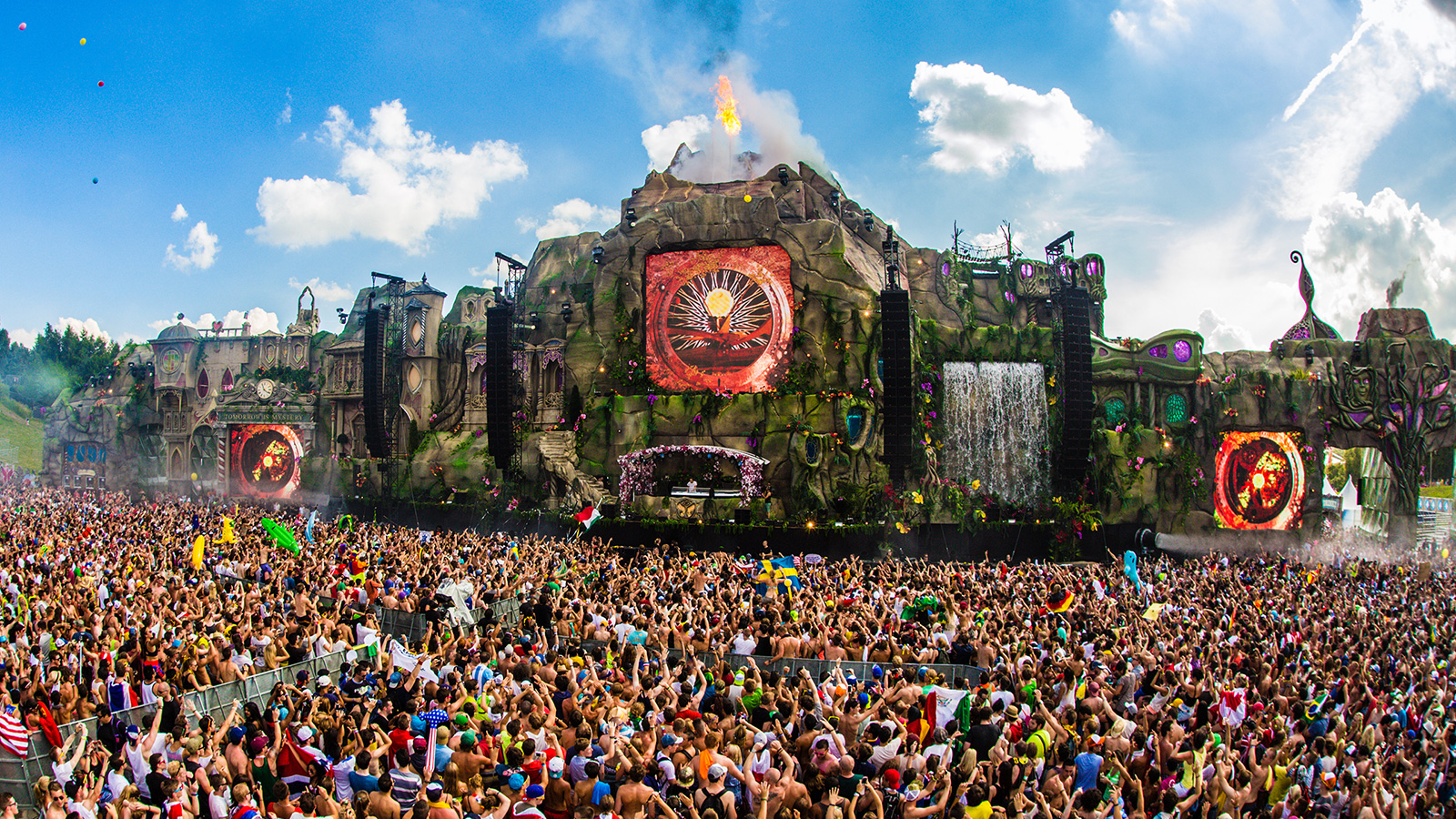 TOMORROWLAND FESTIVAL <strong>| Stage design and execution for the largest dance festival in Europe</strong>