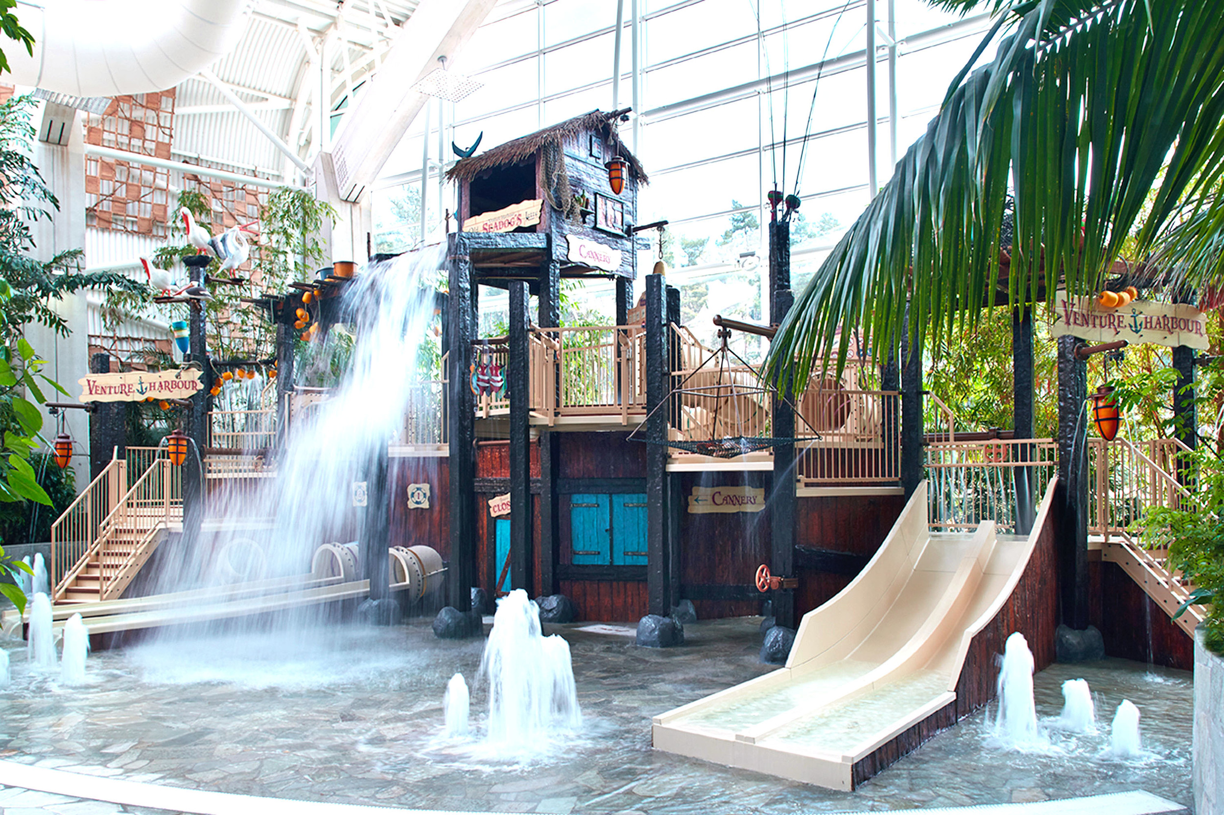 CENTER PARCS WOBURN <strong>| Pirate-themed water fun — Design and production</strong>