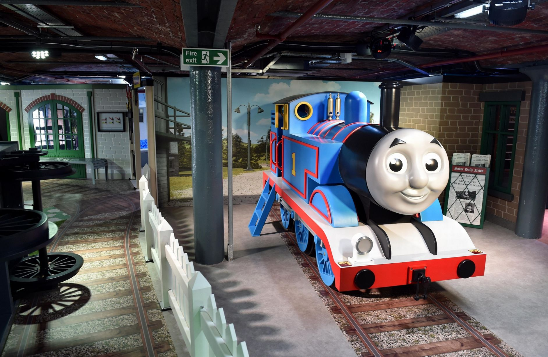 MATTEL PLAY <strong>| Life-size playful Thomas & Friends with custom designed puzzels and games</strong>
