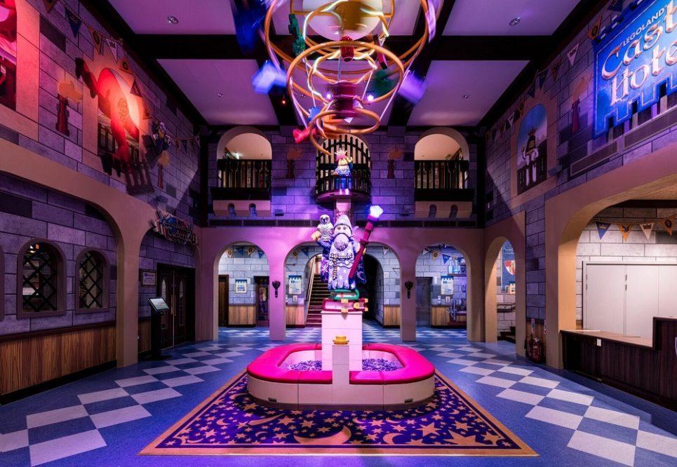 LEGOLAND WINDSOR CASTLE HOTEL LOBBY <strong>| Dream on </strong>