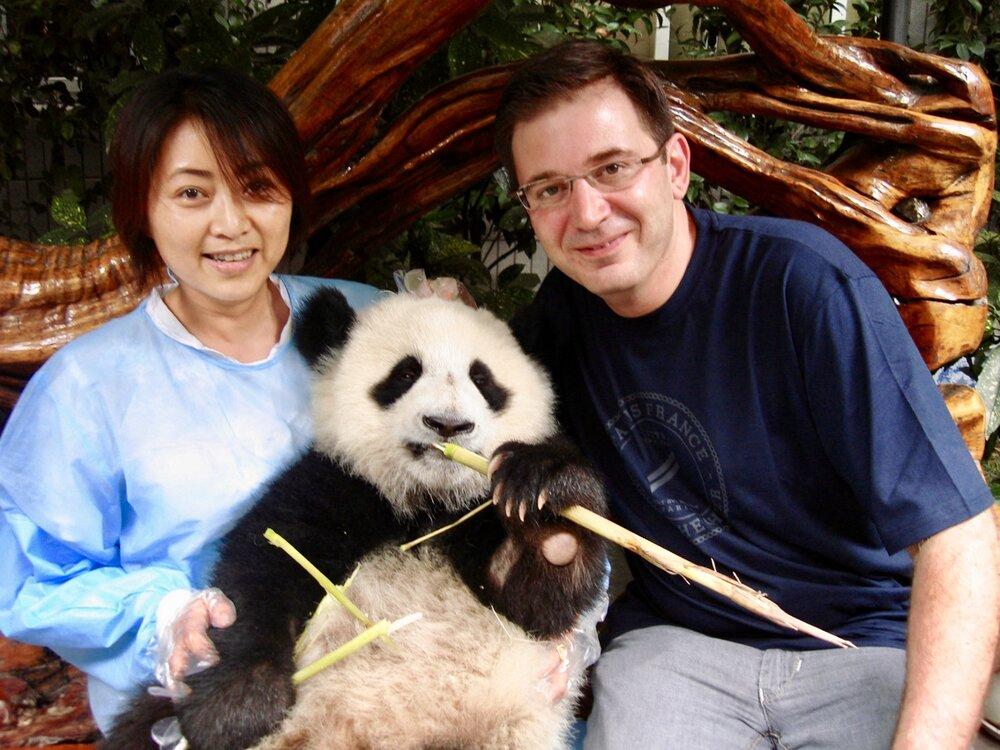 June Ren (Jora Vision Managing Director Asia) and Jan Maarten de Raad (Jora Vision CEO) at the Chengdu Giant Panda Breeding Research Base