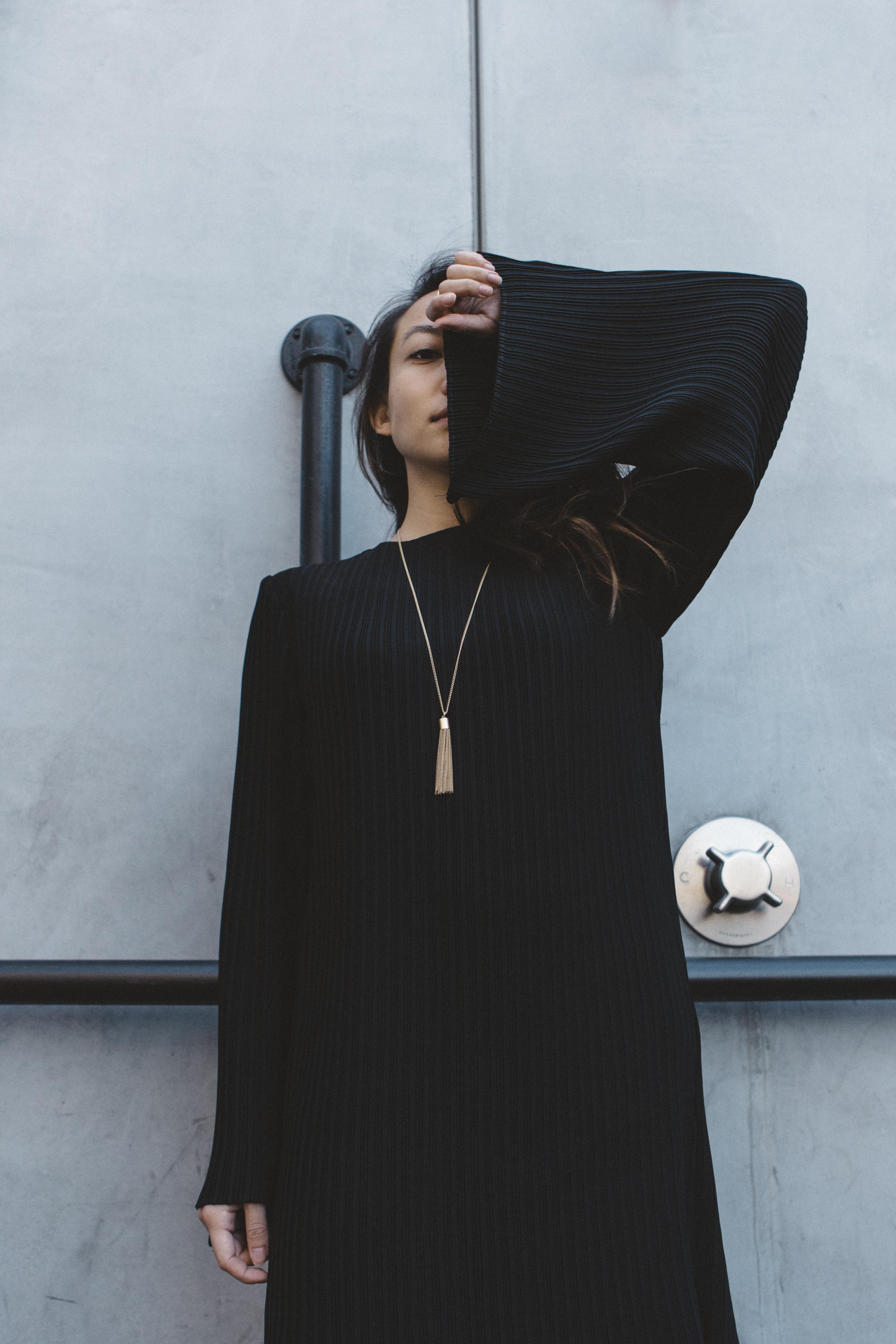keepsake-the-label-bnkr-black-dress-03