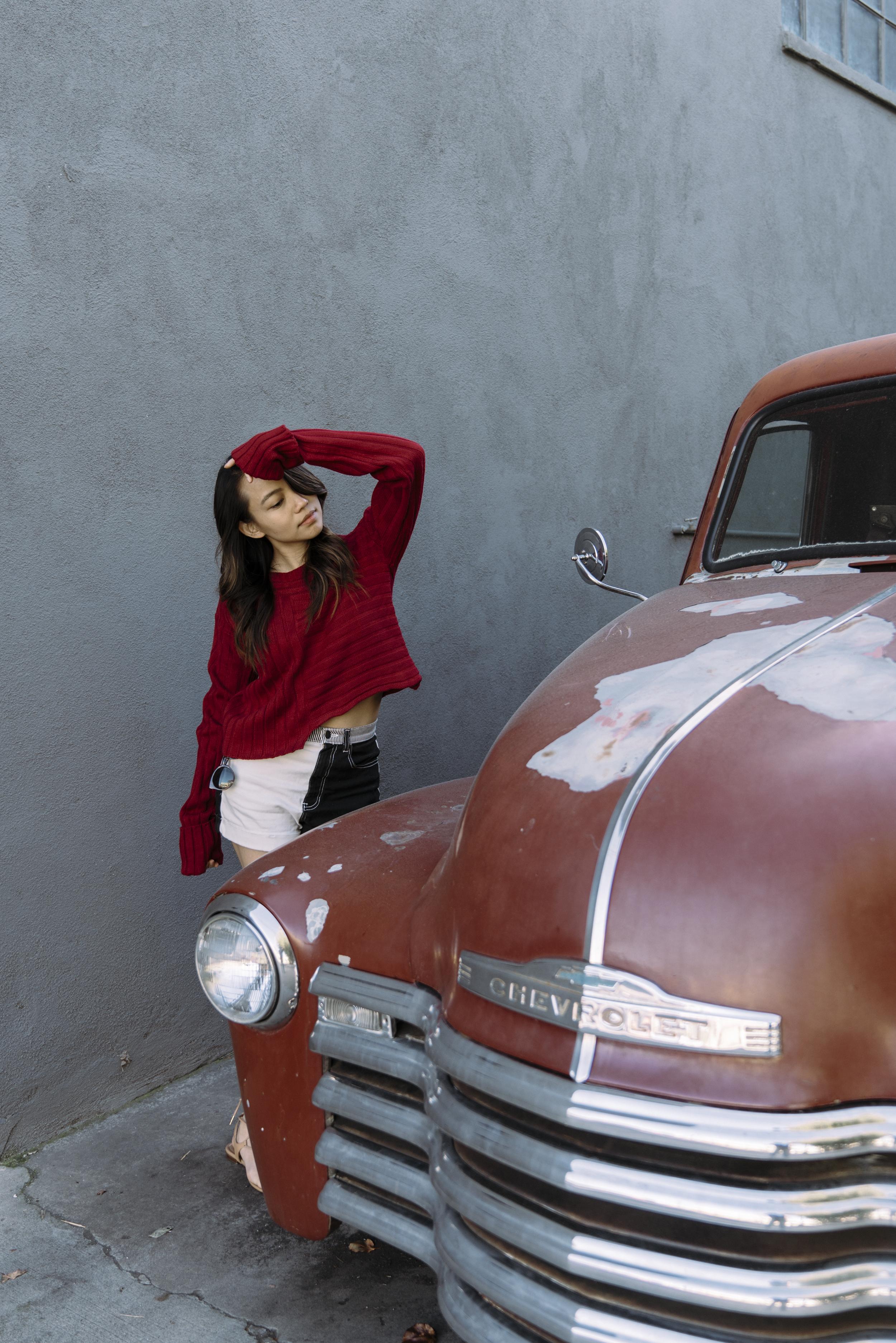 hey-yeh-make-me-chic-burgundy-sweater-01