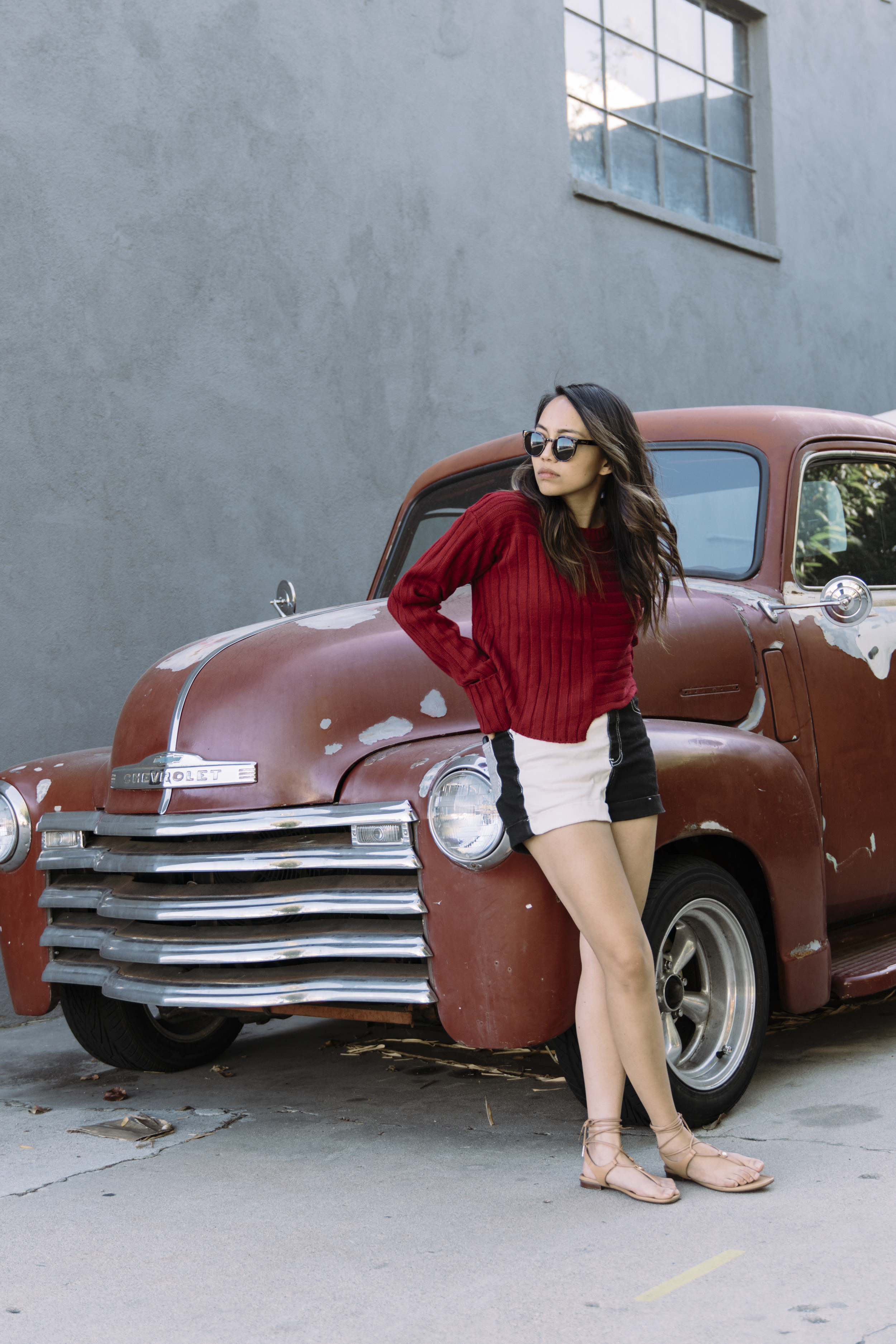 hey-yeh-make-me-chic-burgundy-sweater-02