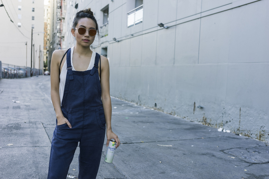 hey-yeh-urban-outfitters-overalls-03