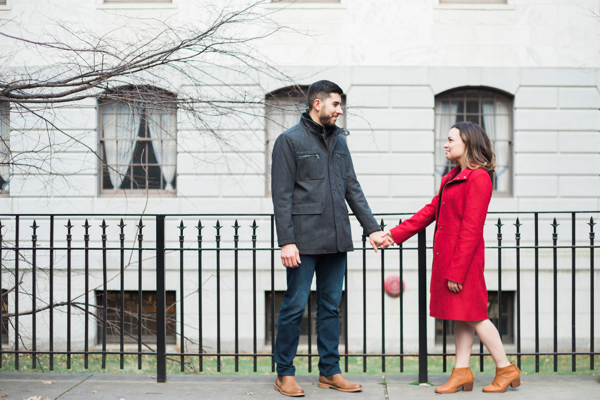 Click here to see more from this wintery Beacon Hill engagement session.