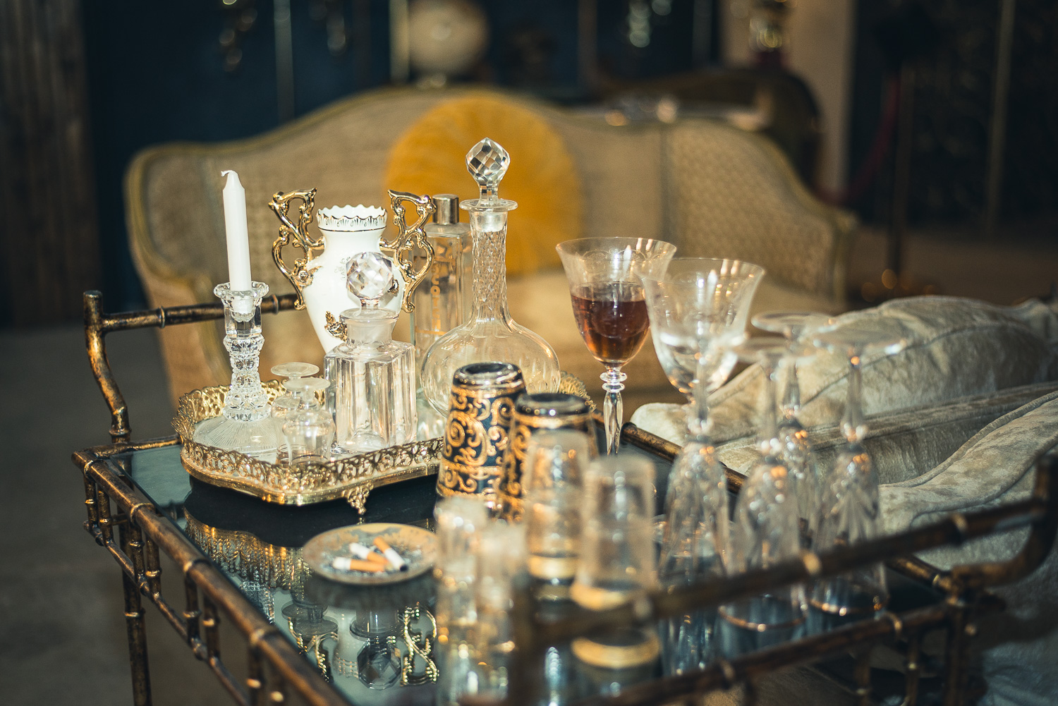 Set Dressing - In addition to design and construction, B&C refines every last detail of your set, including sophisticated, polished and thoughtfully arranged and styled set decoration and interior design service.