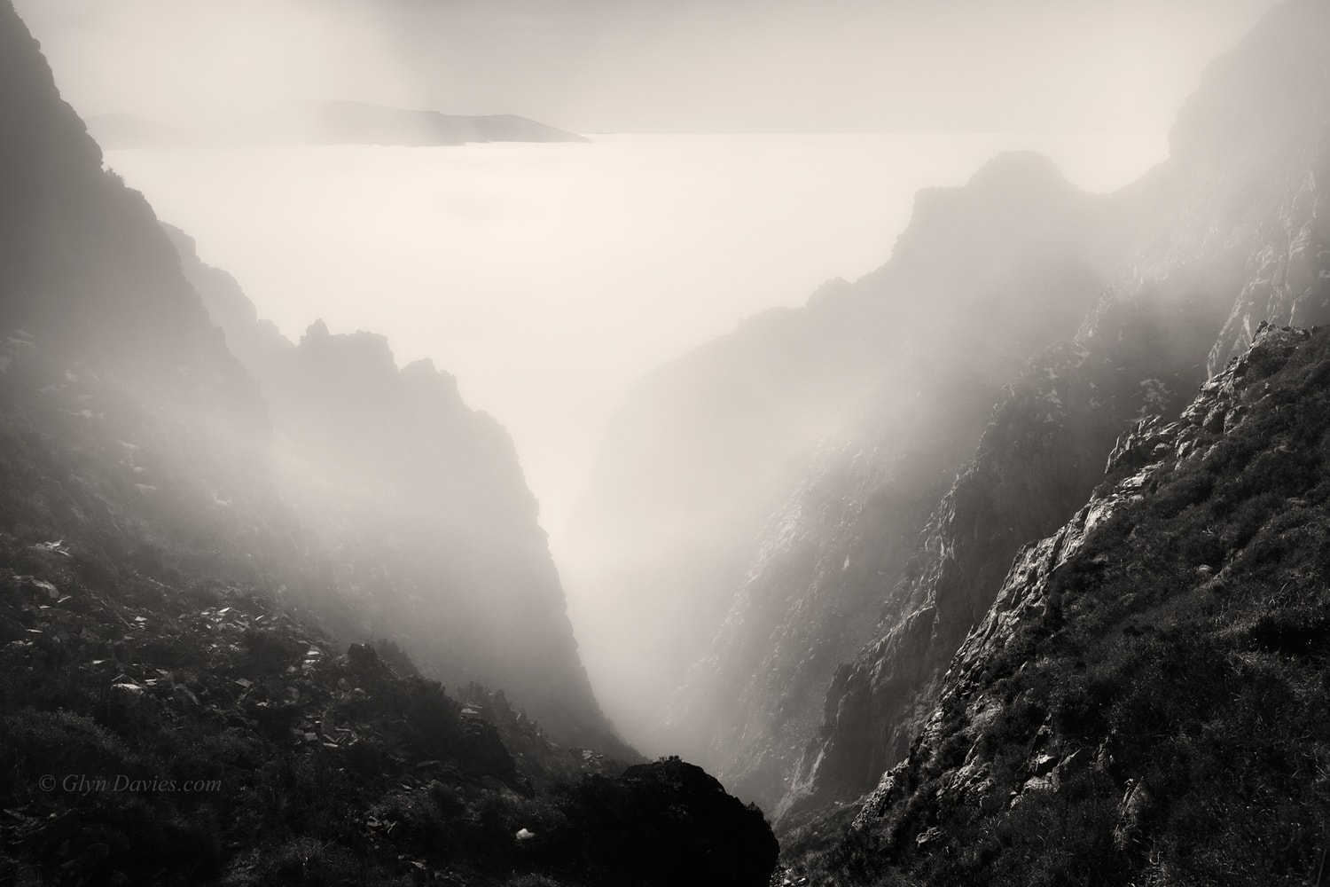 """Heaven's Below"" - Extensive temperature inversion, Snowdonia, Wales -  Canon 1DSmk3"