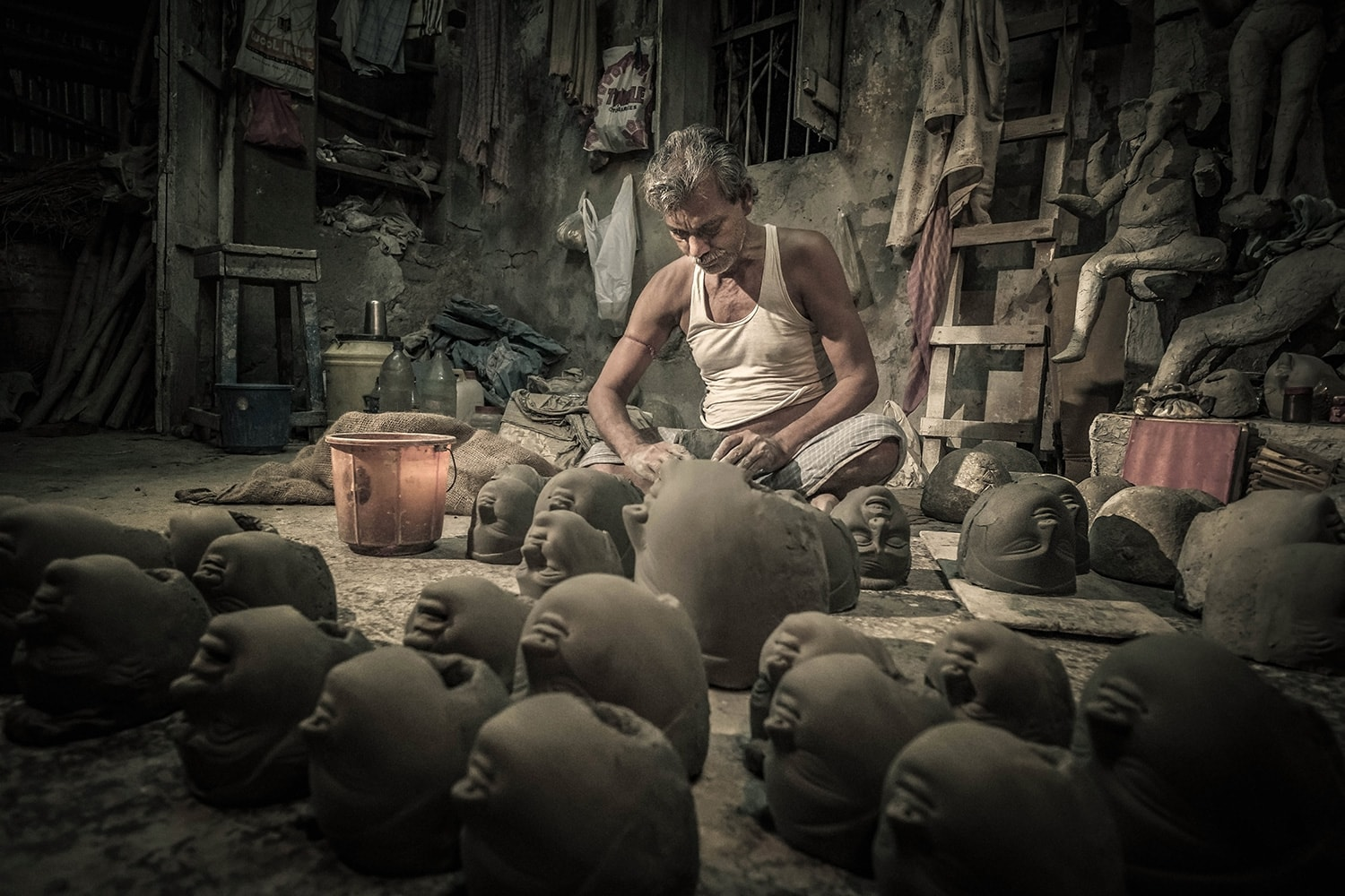 The artisans of Kalkuta are a great subject; I have spent many evenings just watching them work. -  Fujifilm X-Pro2  &  XF14mm  at F4, 4000ISO, 125th