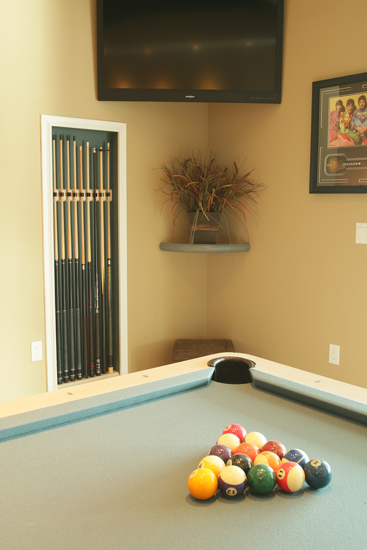 Billiard Pool Cue Holder With Matching Felt Interior