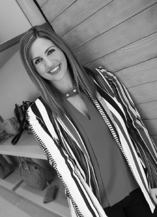 Robyn Cook   Stylist, Jewelry/Accessories/Handbags Buyer   robyn@balliets.com (405) 418-7330   Robyn has a background in fashion design. She has worn many hats, from makeup and hair to buying apparel and accessories! She can take care of you from head to toe!