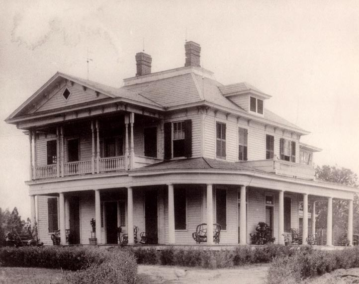 The original Powell farm house, which appears to have been located in the vicinity of the water tower between Gladden and Maple streets (originally Powell Avenue). Courtesy of Sandra Stork Phaup.