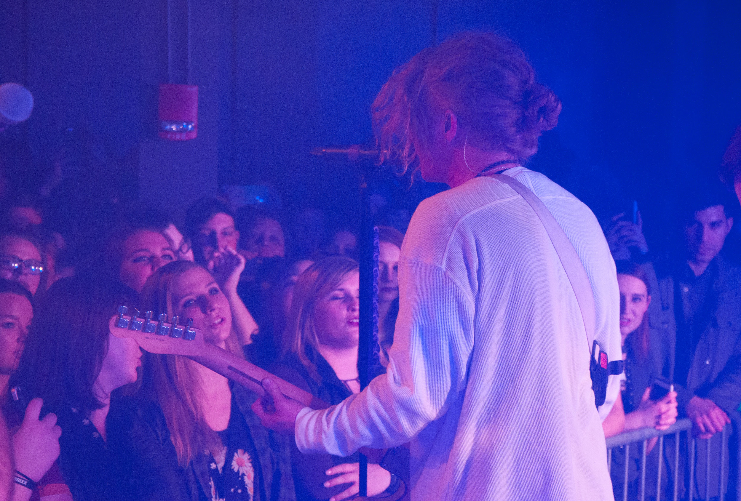 Travis & Fans We The Kings.jpg