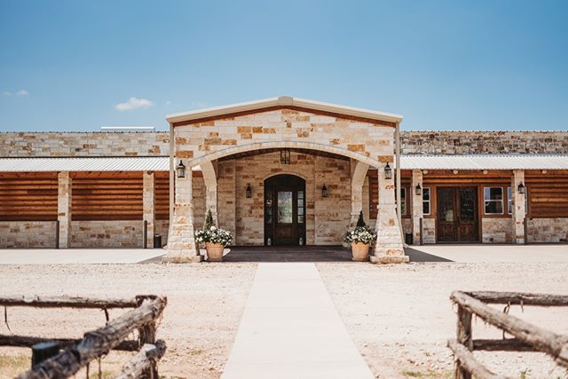 Welcome to Bright Star! Happy Monday friends! This lovely shot of our front entrance was photographed by the even lovelier @samanthakphoto - - -  #brightstarranch #brightstartx #texaswedding #texasweddingvenue #wedding #chapel #engagement