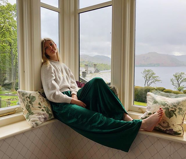 Lazy days in our 100% silk trousers. Get yours via the link in bio. . . . #silknightwear #silky #silktrousers #silk #silkbasics #luxury #basics #green #emerald #lazy #lazydays #lazyweekend #weekendvibes #chilled #lake #lakedistrict #ullswater #sharrowbay #love #ootd #saturday #saturyay #supportlocalbrand #independentdesigner #londondesigner #smallbusiness