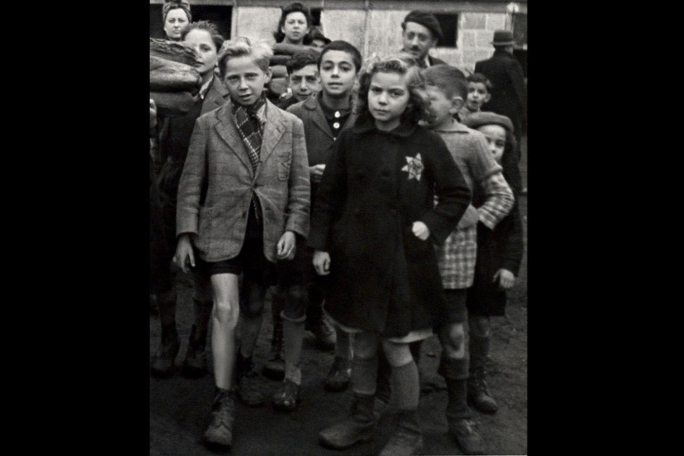 French children in the Drancy transit camp in 1942. Photo Mémorial de la Shoah. Archives CDJC