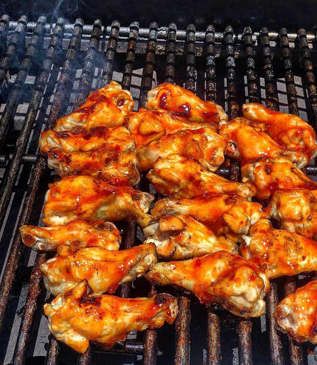 WINGING IT! 🔥🍗 I fired up the grill today and made some sweet and spicy Korean #wings with @gochujangsauce! 🌶 Check out my #InstagramStories to watch me make them, and click the #linkinbio 👆🏻 to get your hands on some of this fiery Korean wing sauce! 🔥🔥🔥 #gochujang #barbecue #spicywings