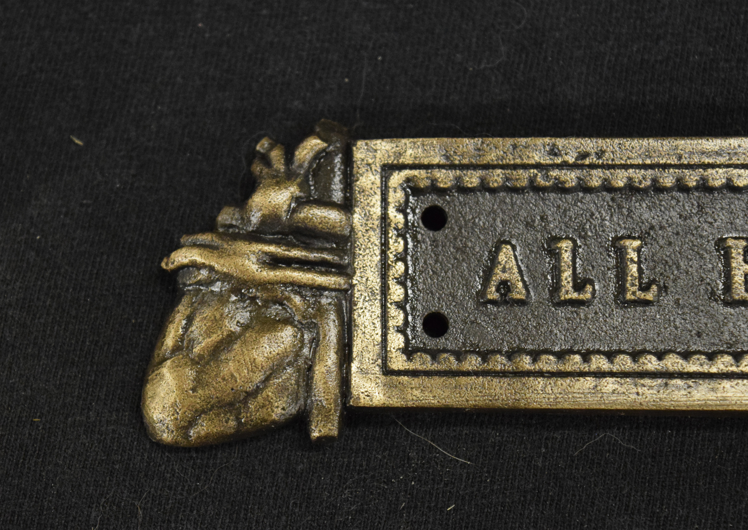 Detail of the posterior heart on the title plate.