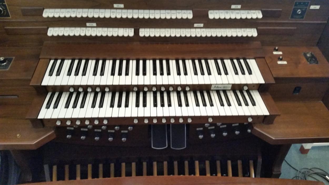 The Oakton UMC Allen Organ